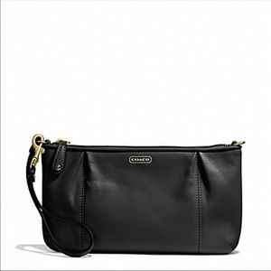 {Coach} ✨NEW✨ Campbell Large Leather Wristlet